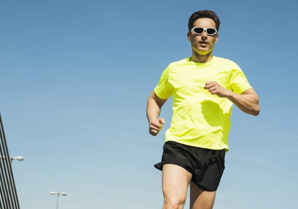 en venta nuevo lanzamiento detallado Correr sin gafas de sol adecuadas puede generar ...