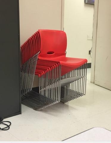 5ea088a0bb La ilusión óptica de estas sillas que te volverá loco